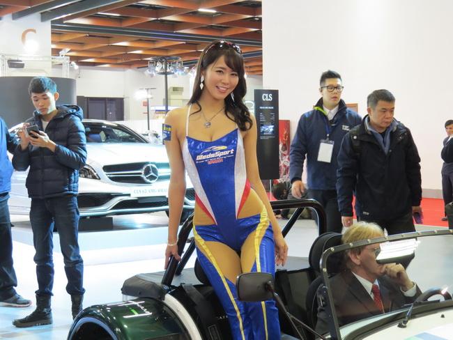 日本賽車皇后-佐野真彩